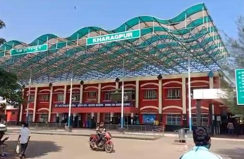 আগামীকাল লোকাল ট্রেন চালু, খড়গপুর স্টেশনে চলছে প্রস্তুতিপর্ব