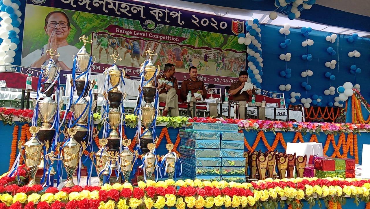 মেদিনীপুর শহরের অরবিন্দ স্টেডিয়ামে 'জঙ্গলমহল কাপ' - এর প্রতিযোগিতা