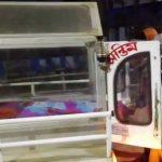 খবর পাওয়া মাত্র অসহায় পরিবারের পাশে দাঁড়িয়ে মানবিকতার পরিচয় দিলেন চন্দ্রকোনা পৌরসভার প্রশাসক অরুপবাবু