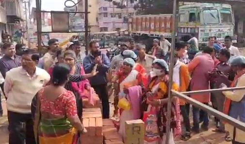 দুর্লভগঞ্জে জায়গা দখল করে বিজেপ পার্টি অফিস করার অভিযোগ বিজেপির বিরুদ্ধেই, ঘটনাস্থলে উত্তেজনা