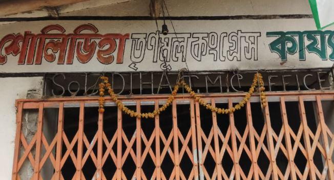 কেশপুরের তৃনমূল - কংগ্রেসের কার্যালয় ভাঙচুর, লুঠ, অভিযোগের তীর বিজেপির দিকে