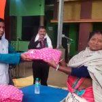 নারায়ণগড় 'স্ব সহায়ক' দলের মহিলাদের শীত বস্ত্র বিতরণ করল তৃণমূল